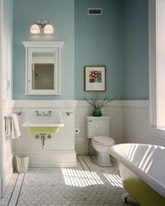 beachy bathroom with Benjamin Moore Paint