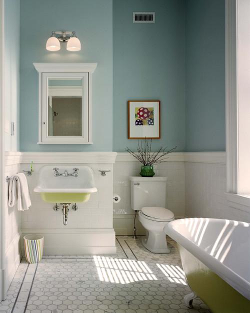 beachy bathroom with Benjamin Moore Paint