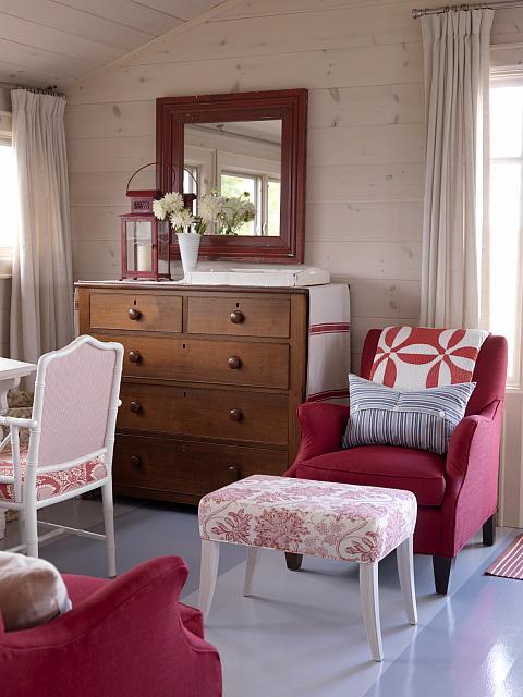 Sarah Richardson cottage planked walls