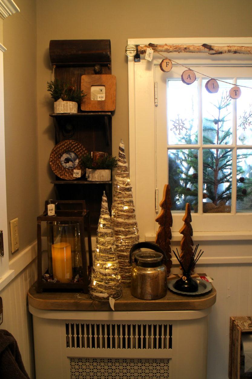 Upstairs bath Holiday Ideas House 2015