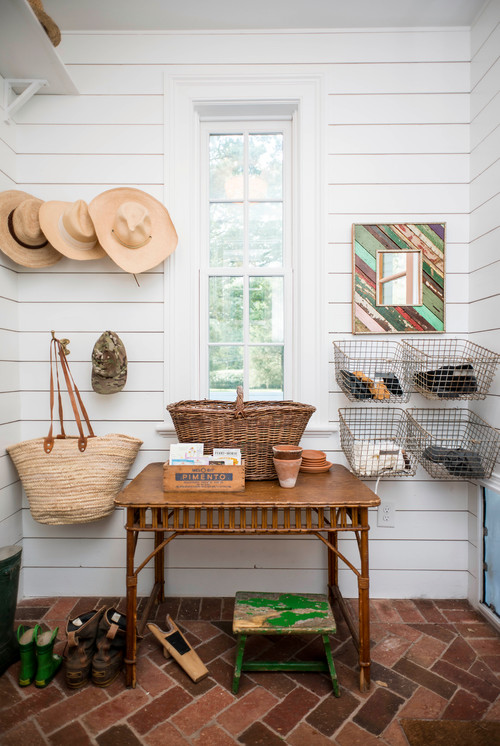 Shiplap walls decorating with organic materials