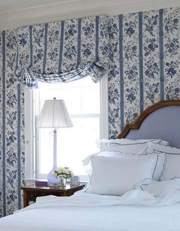 bedroom blue wallpaper white bedding curtain match the wallpaper